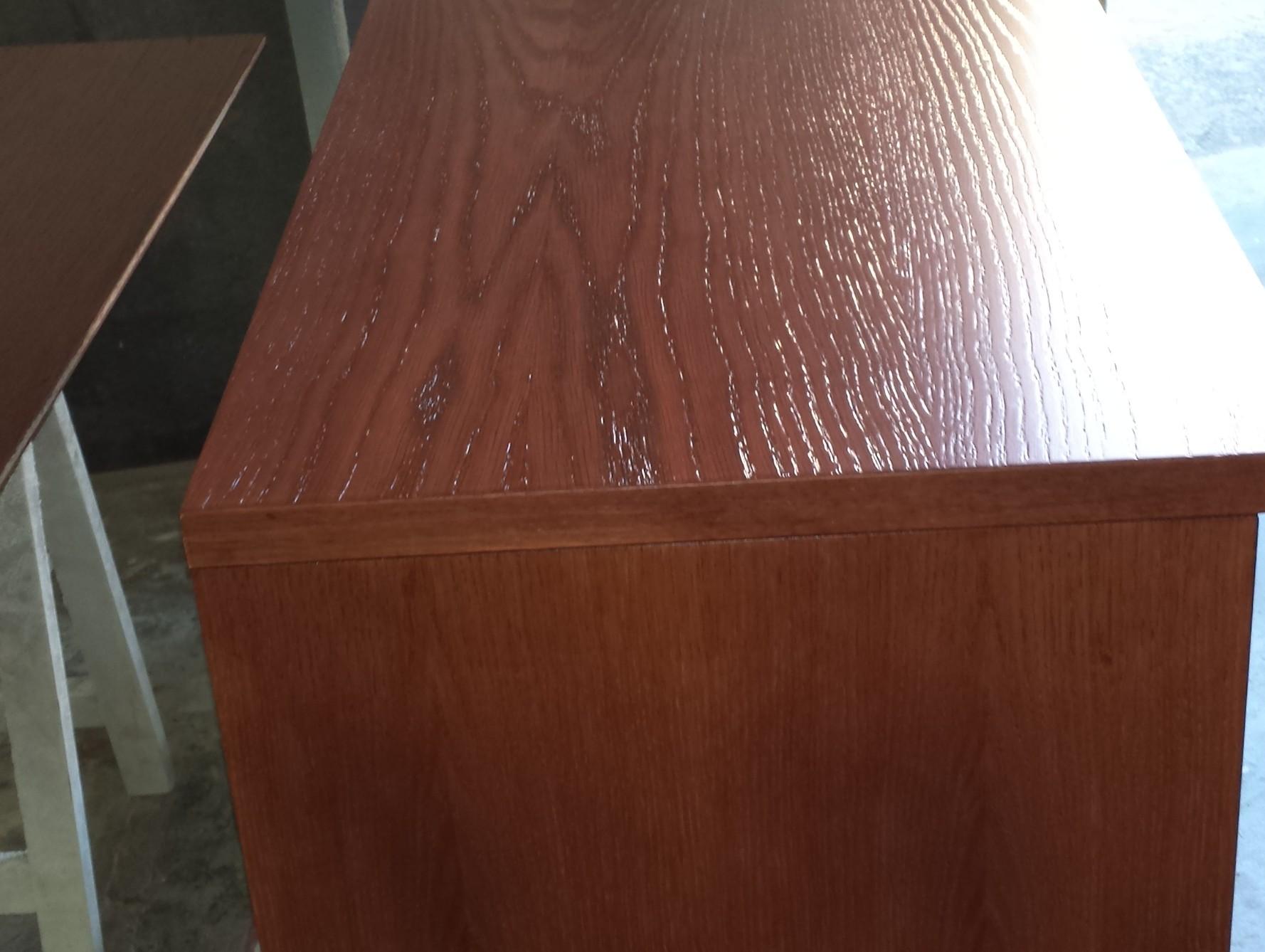 Mueble natural teñido en caoba