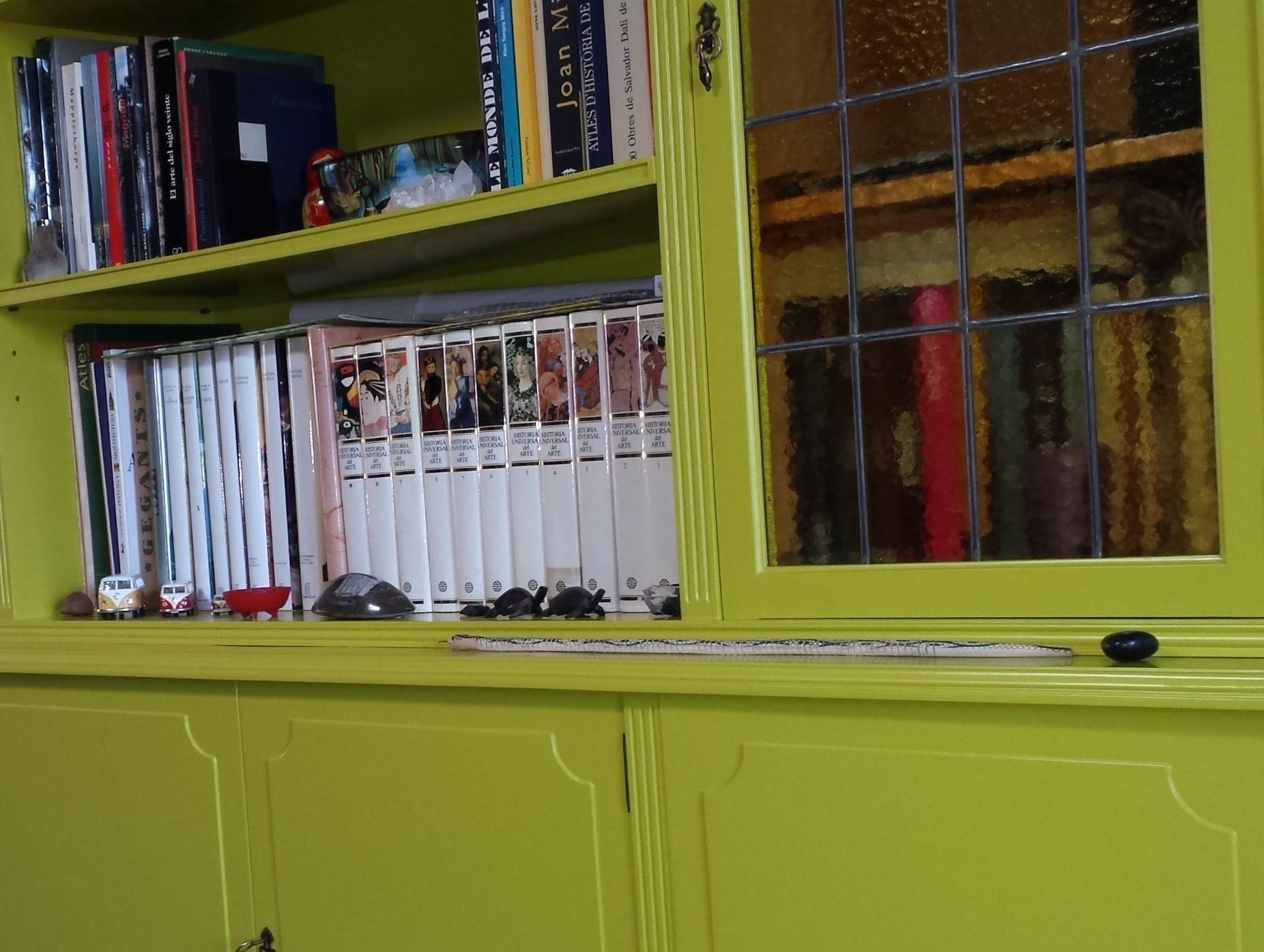 Mueble lacado en verde en Taravaus